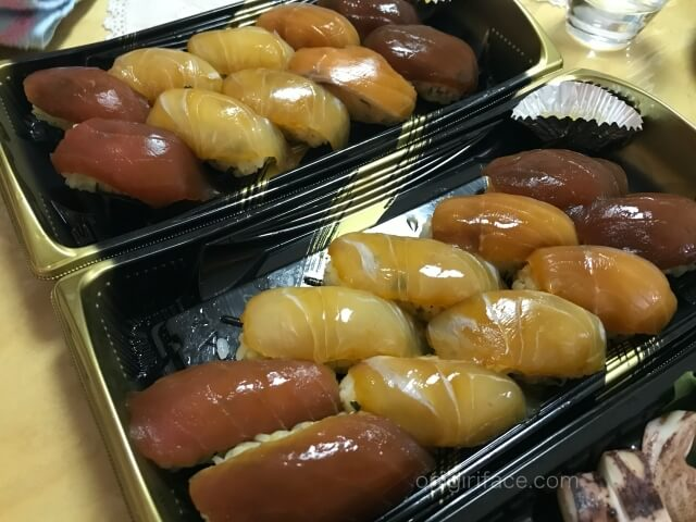 「磯丸水産」でテイクアウトした島寿司セット
