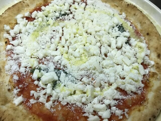 セブンイレブンの冷凍ピザ「金のマルゲリータ」電子レンジ解凍