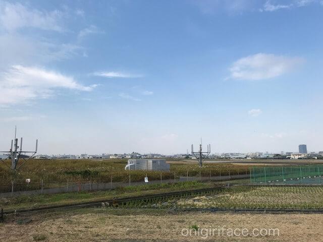 「西弓削公園」から見える八尾空港と自衛隊八尾駐屯地