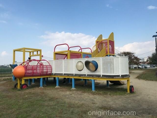 「西弓削公園」飛行機の形をした遊具