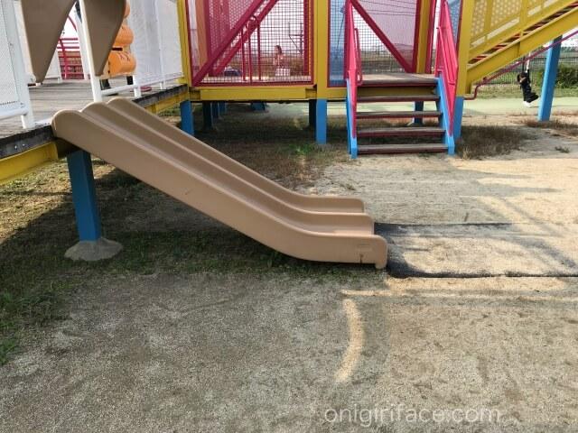 「西弓削公園」ミニ滑り台