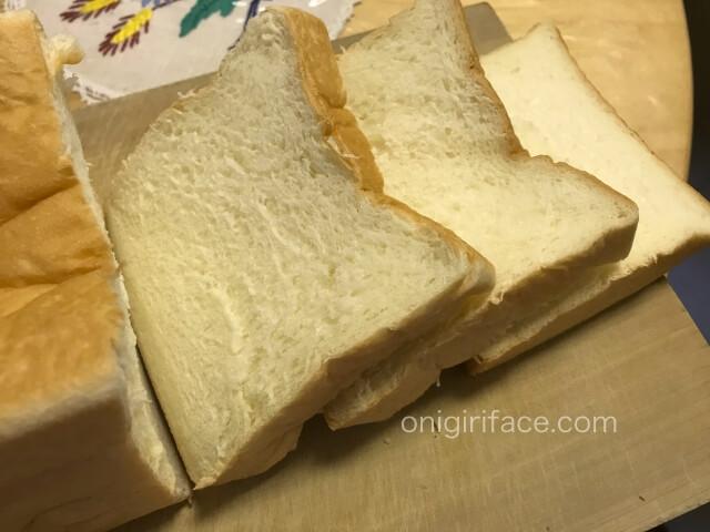 「銀座に志かわ」高級食パンをスライスした様子