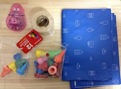 100均で手作りおもちゃ・子供用魚釣りの材料2(クレヨン、クリップ、紐、包装紙)