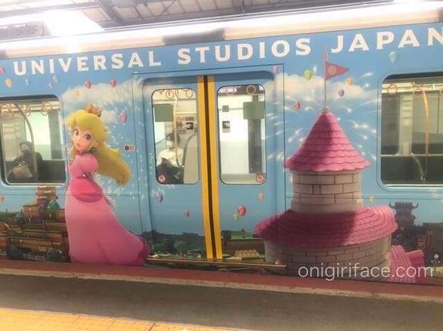USJマリオ「スーパーニンテンドーワールド」ラッピング電車(ピーチ姫)
