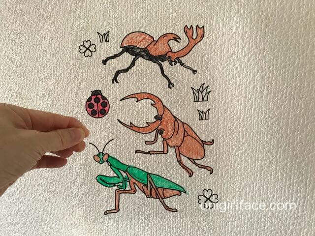 100均ダイソー(Daiso)「イラスト入りプラバンキュコット・こんちゅう(昆虫)」色を塗った様子