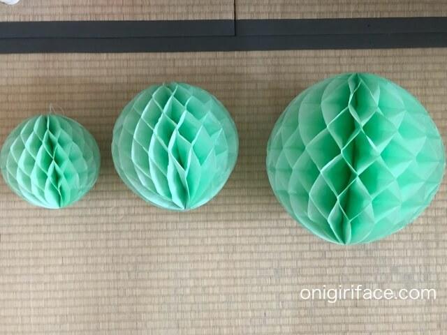 ダイソー誕生日パーティーグッズ「ハニカムボール」(グリーン25cm、20cm、15cm)飾り付け
